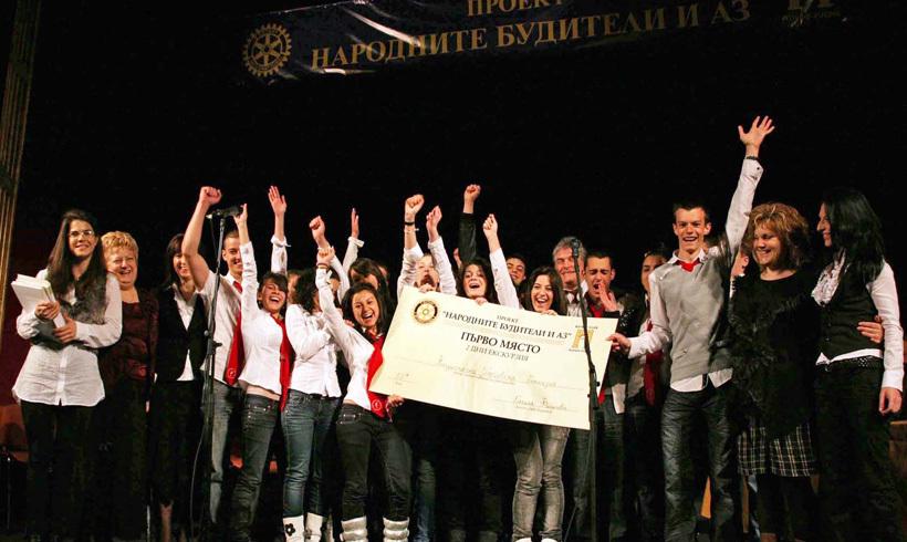 Националната Търговска гимназия е победител в състезанието Народните будители и аз