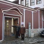 Любозар Фратев и Юри Герасимов на паметника Альоша